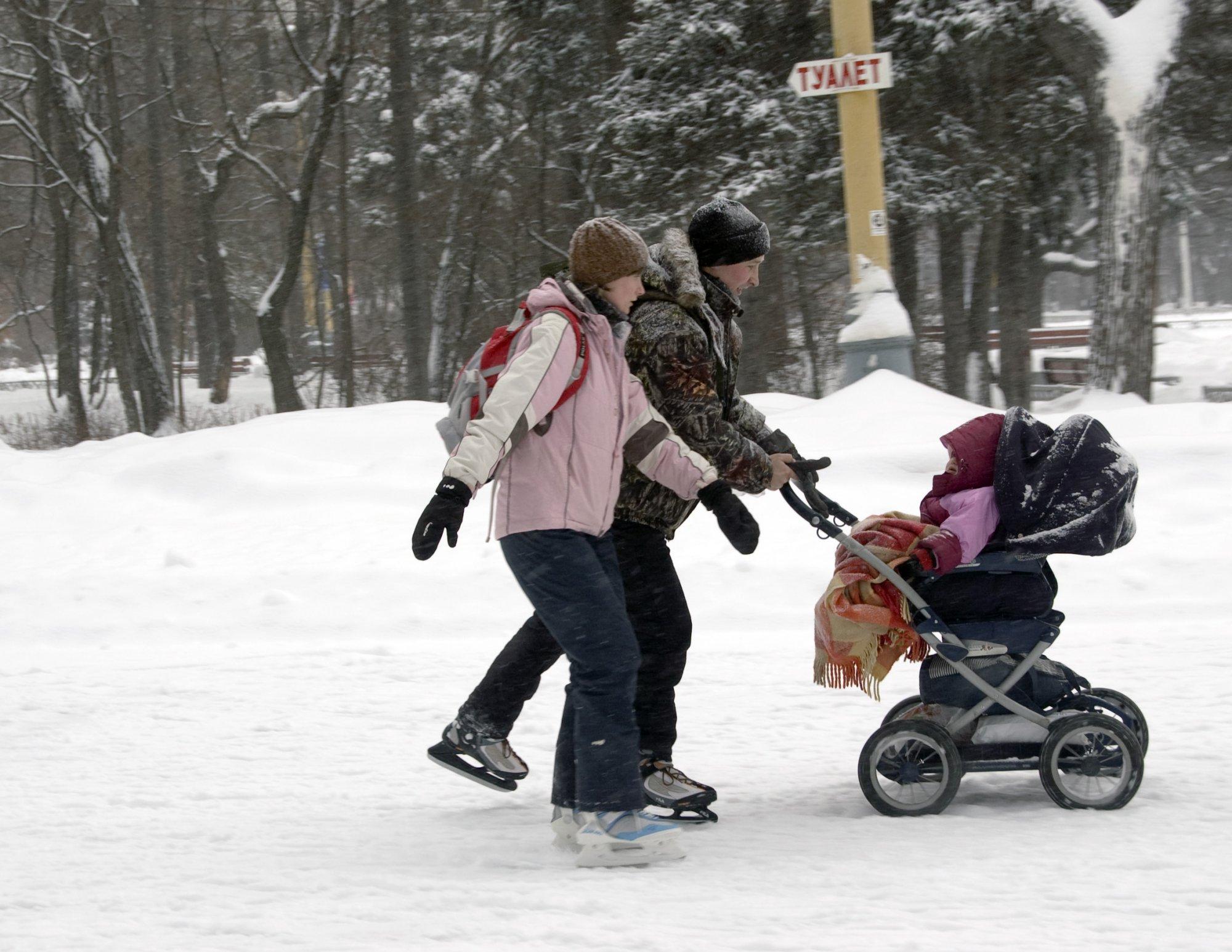 Фото девушек с коляской зимой