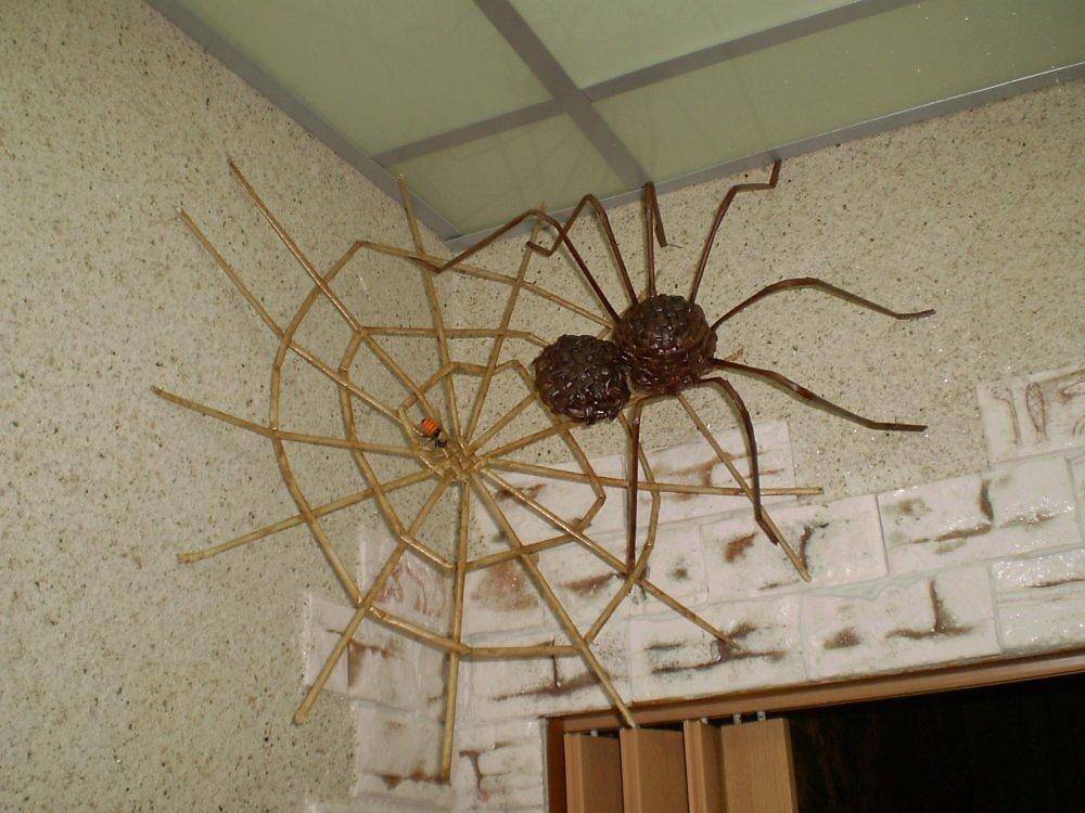 Как сделать декоративного паука своими руками 79