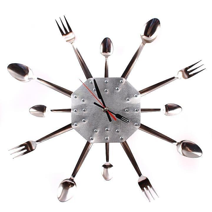 Часы на кухню своими руками из ложек 3