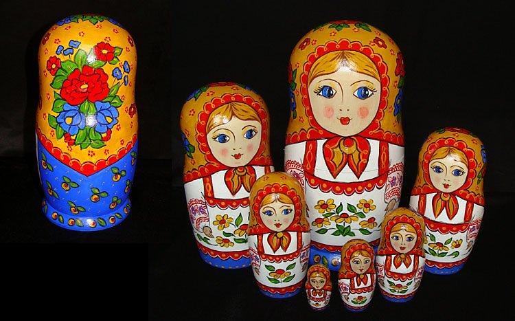 Матрёшка - это традиционный русский сувенир, самый популярный среди россиян и иностранных гостей