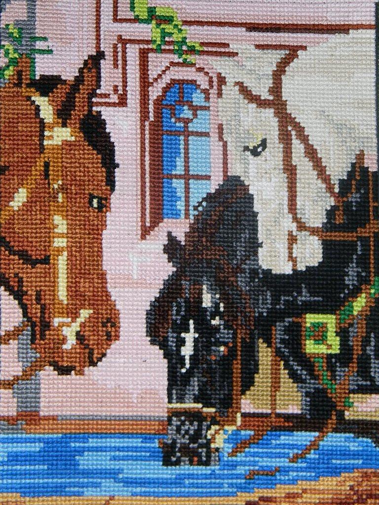 Вышивка лошади у водопоя