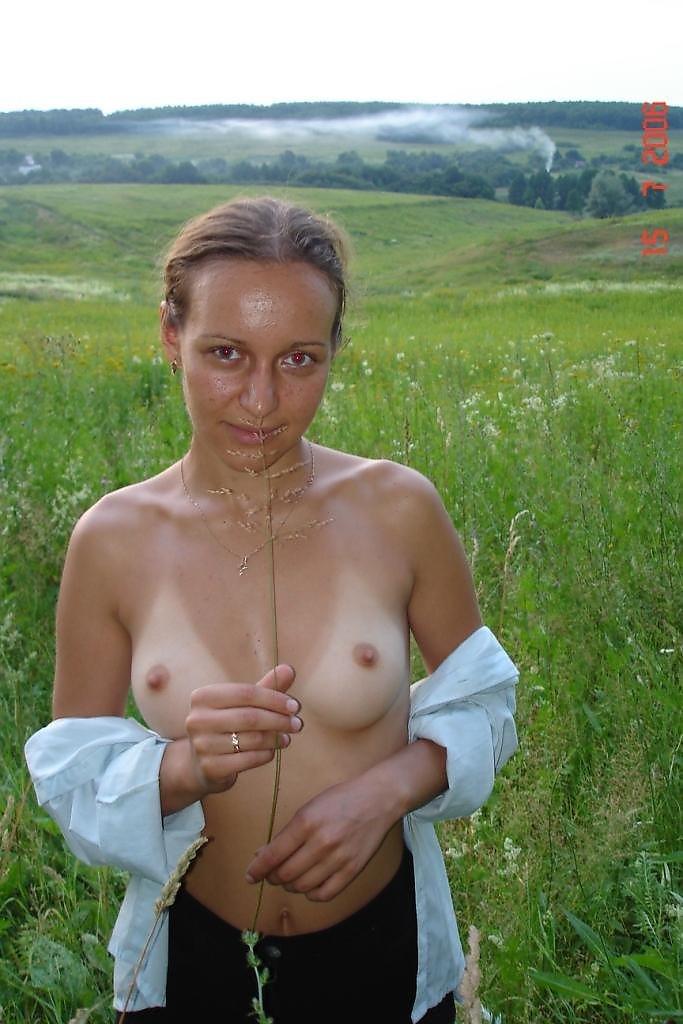 девушки фото на даче интим