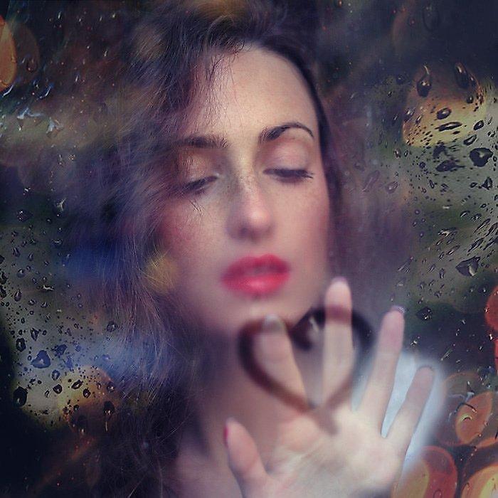 Картинки поцелуй девушки на стекле, для повер