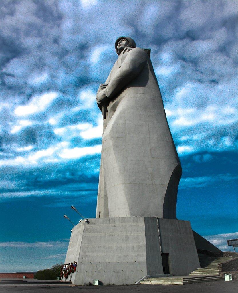 Картинка памятник алеша мурманск