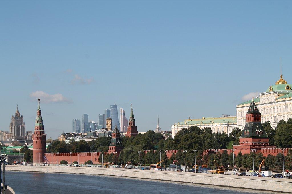 помощью как поставить свое фото фон кремля комплекс главным