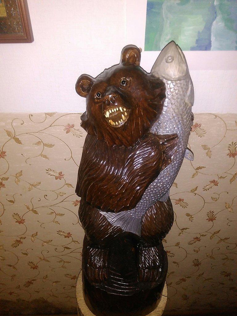 скульптура медведя с рыбой в зубах фото разблокировать